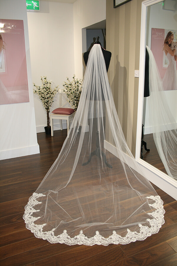 Magie Save the Date Veil